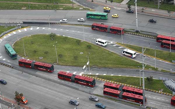 TransMilenio-sistema-transporte-Johannesburgo-Eric-Motshwane