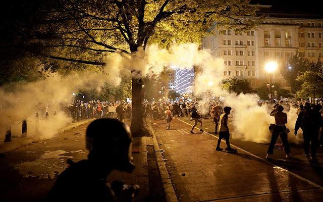 Τσουνάμι βίαιων συγκρούσεων αστυνομίας - διαδηλωτών στις ΗΠΑ (βίντεο)