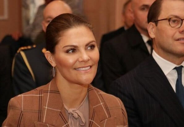 Crown Princess Victoria wore Andiata Odnala wool jacket in Pink. The Princess wore 2ndday check blazer pant suit brown