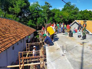 Kehadiran Babinsa Bantu Pengecoran AsramaTahfidz Pondok Pesantren Darut Tauhid