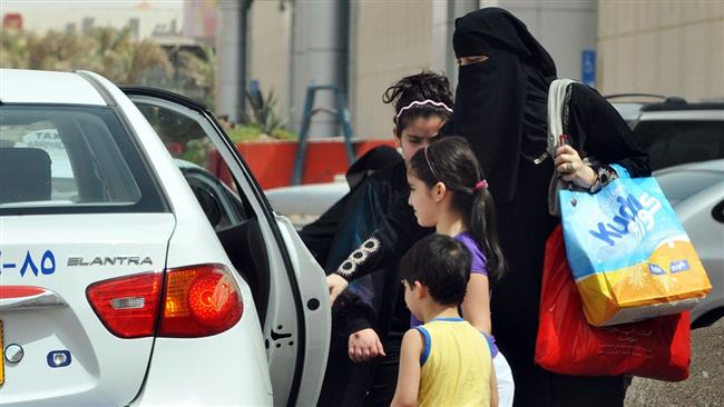 Taxi drivers in Saudi Arabia to suffer as women drive and get mobile