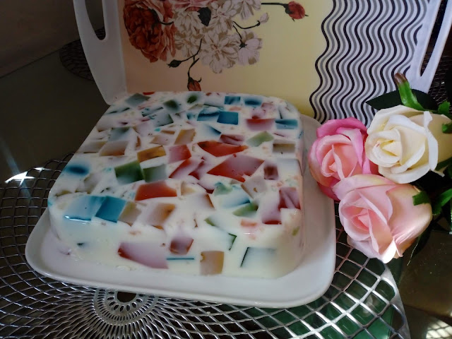 mleczny galaretkowiec ciasto na zimno ciasto bez pieczenia ciasto z galaretek ciasto z galaretkami ciasto krysztalek