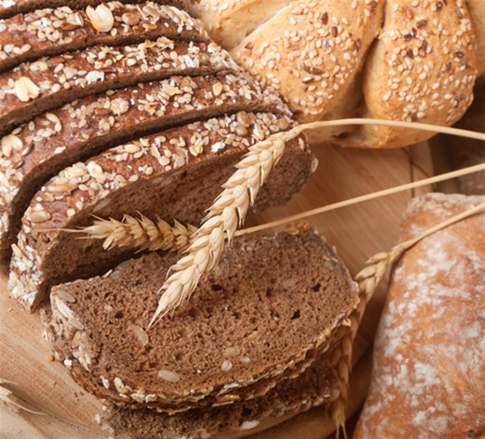 ماهو الخبز الأسمر وهل يساعد على إنقاض الوزن؟