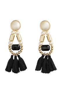 H&M długie kolczyki z frędzlami i perłami blog modowy wyprzedaże w H&M co kupić stylistka radzi