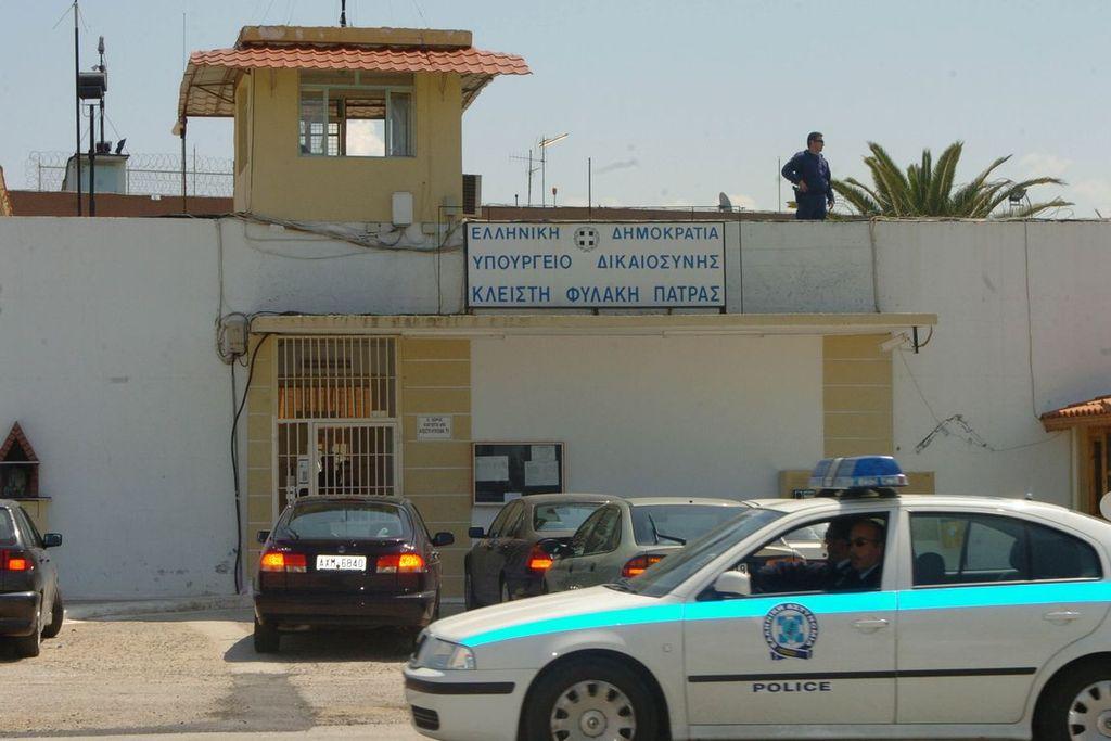 788ec236c72 μετέφερε ποσότητες κοκαΐνης, ηρωίνης και κάνναβης συνελήφθη από την  ασφάλεια της Πάτρας. Ο δράστης είχε κρύψει τα ναρκωτικά σε μπουκάλια από  σαμπουάν