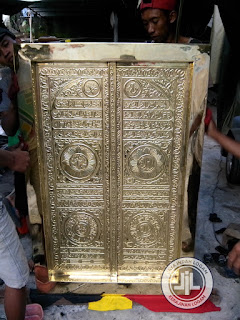 Pintu Kakbah Kuningan - kerajinan tembaga Boyolali