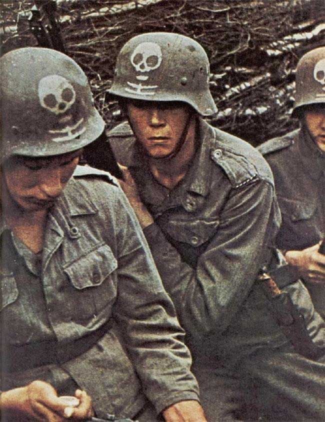 Free Wallpaper Collection of World War 2 color photos mainly