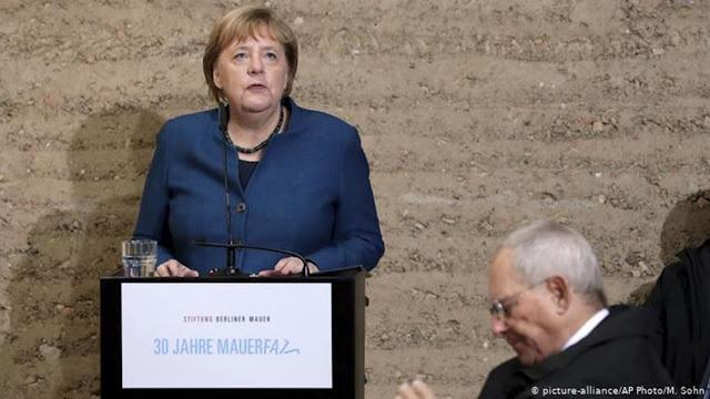 Μέρκελ: Έπρεπε να σκεφθώ καλά τι θα κάνω με την Ελλάδα και το ευρώ