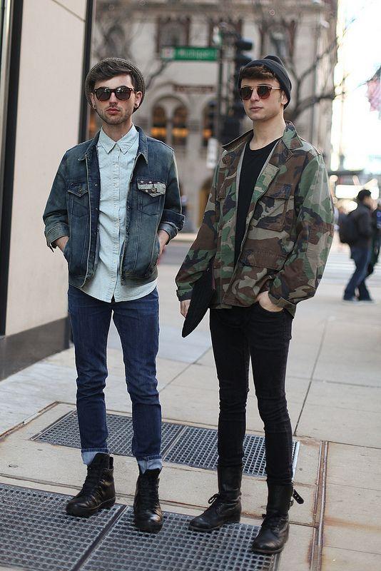 look com jaqueta camuflada e jeans masculino