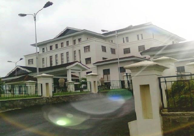 Kantor DPRD Maluku di Tutup Sementara Imbas Dari Salah Seorang Anggotanya Positif Covid 19
