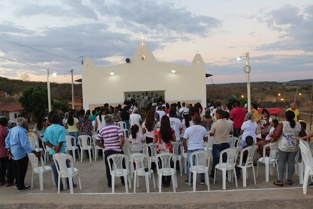 Procissão e missa marcam o encerramento dos festejos do bairro Santa Clara em Elesbão Veloso.Veja fotos