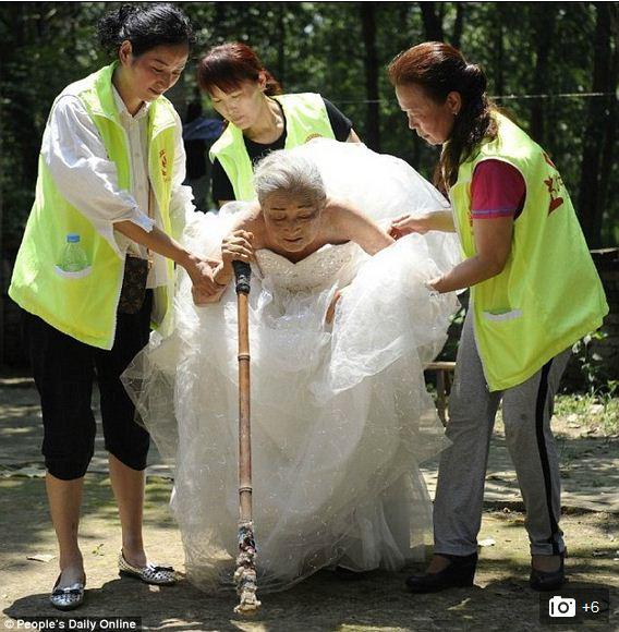 Photos Elderly Chinese Couple Gets Wedding Photoshoot