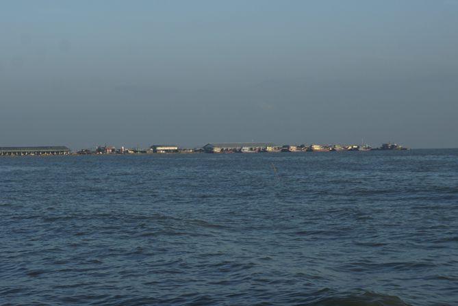 Pelabuhan Tasikagung Rembang dari kejauhan