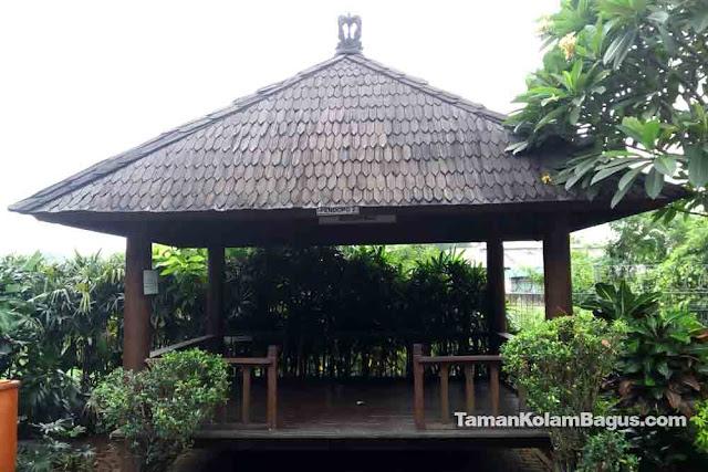 Saung Kayu Kelapa