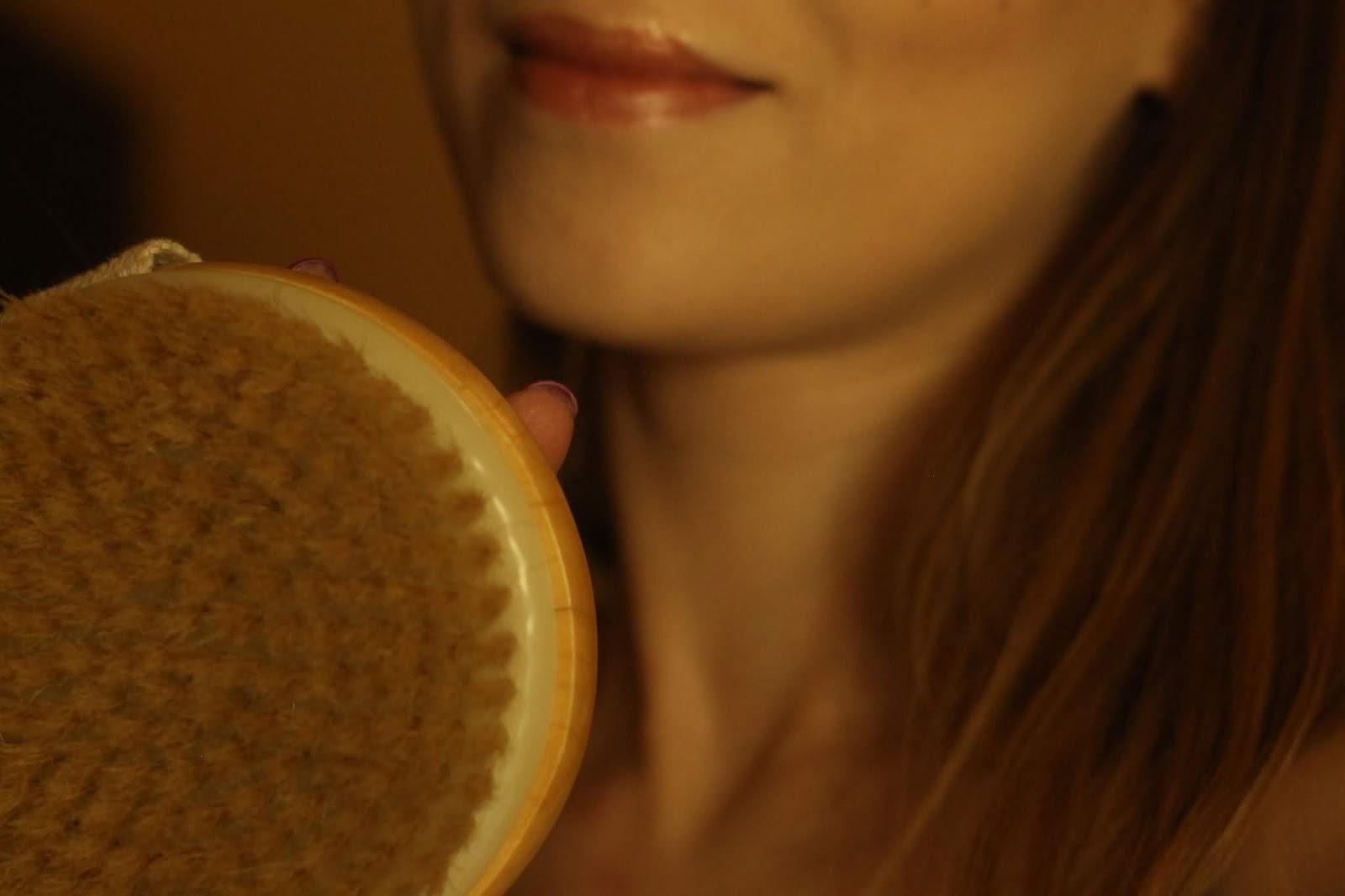 Szczotkowanie ciała i po co po każdym prysznicu stosuję olejek?