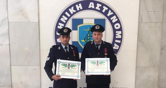 Τιμητική διάκριση για δυο αστυνομικούς που διέσωσαν από φλεγόμενο κτίριο ηλικιωμένη
