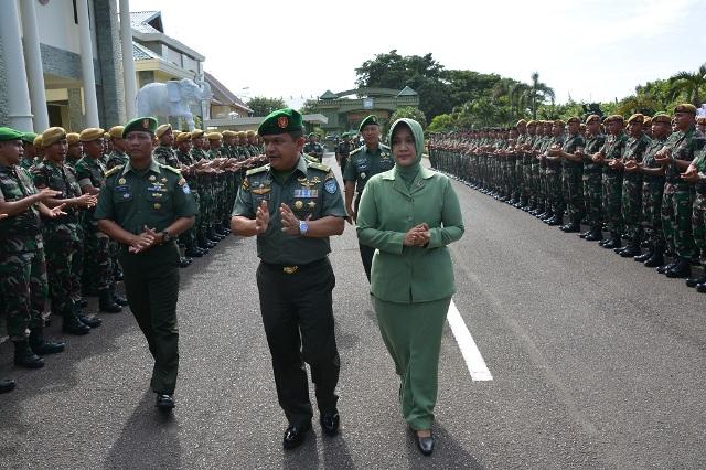 Warga Kodam IM Sambut Brigjen TNI Ahmad Daniel Chardi