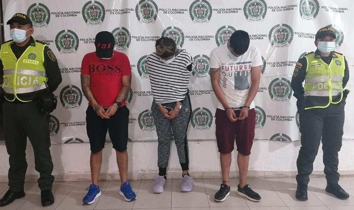 https://www.notasrosas.com/Policía Cesar captura dos hombres y una mujer, por millonario hurto en barrio céntrico de Pueblo Bello