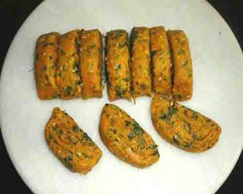 cut the dough into pieces to make methinippattu