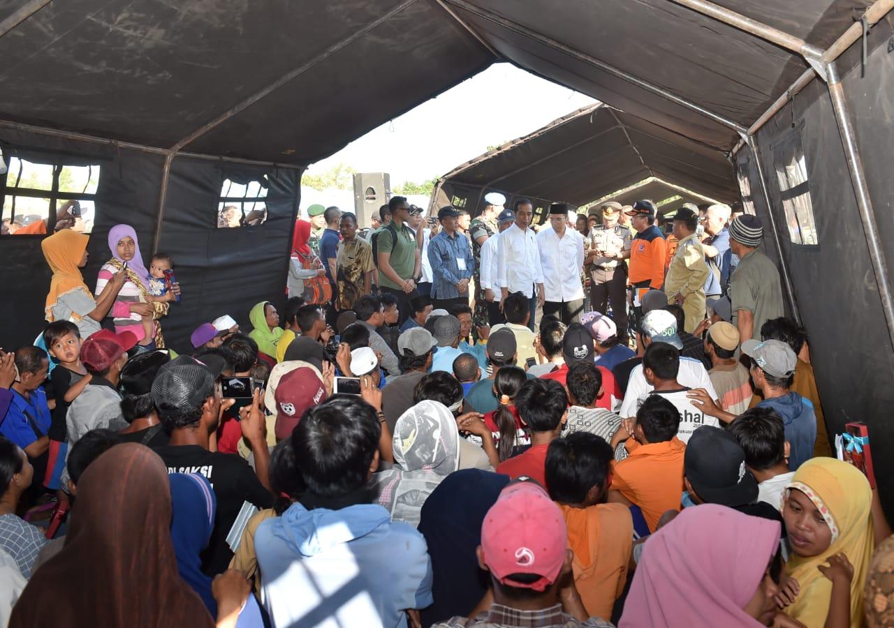 Presiden Jokowi Tinjau Langsung Penanganan Korban Gempa Di Rumah Untuk Lombok Pagi Ini Lokasi Tersebut Joko Widodo Melakukan Peninjauan Guna Memastikan Bagi Para Berjalan Dengan Cepat Dan Baik