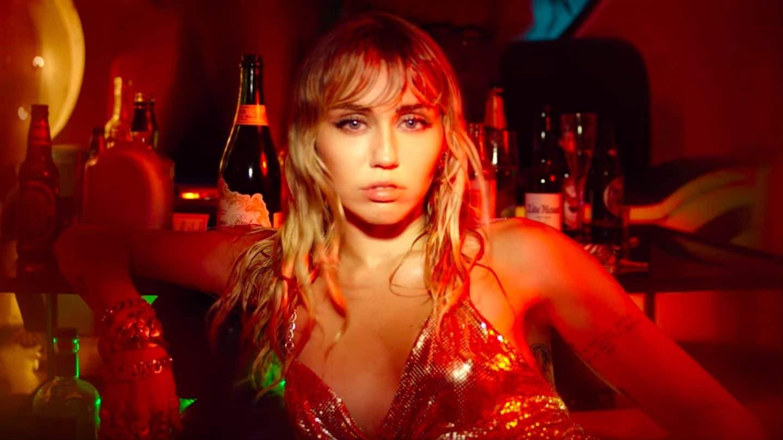 Miley cancelou o lançamento de dois EPs e parecia ter engavetado o disco, mas tudo indica que ela mudou ideia...