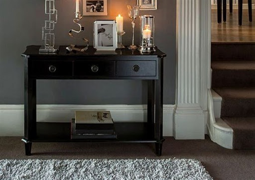 Choose The Right Console Tables with Drawers for Small Spaces