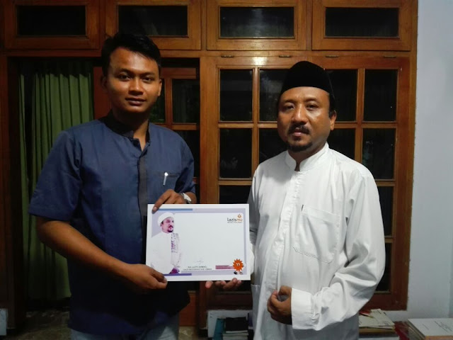 Kyai H. Lutfi Ahmad bersama Team Lazismu Jember2