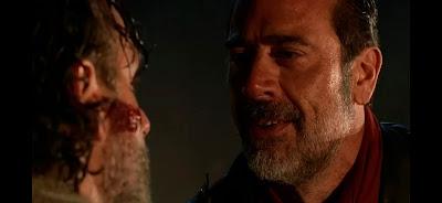 Negan jugando con la mente de Rick.