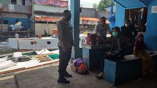 Sukseskan Pilkada, Bhabinkamtibmas Pulau Barrang Caddi Ajak Warga Jaga Kamtibmas