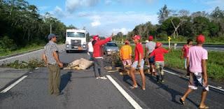 MST inicia bloqueio de estradas em todo o País em protesto contra prisão de Lula
