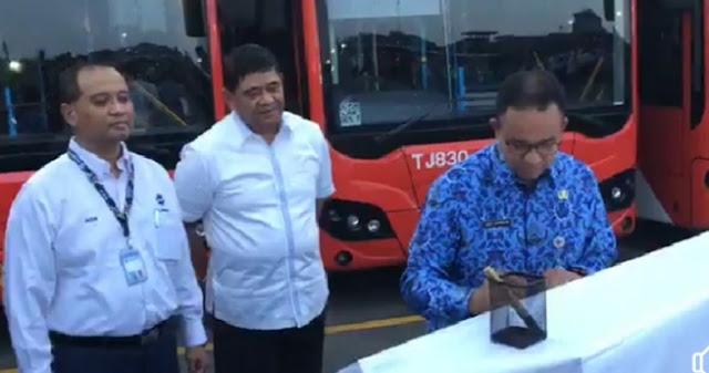 Gubernur Anies Tetapkan UMP DKI Rp4,2 Juta, Buruh Gratis Naik TransJakarta