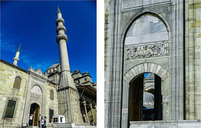 Entrada da Mesquita Nova, em Istambul
