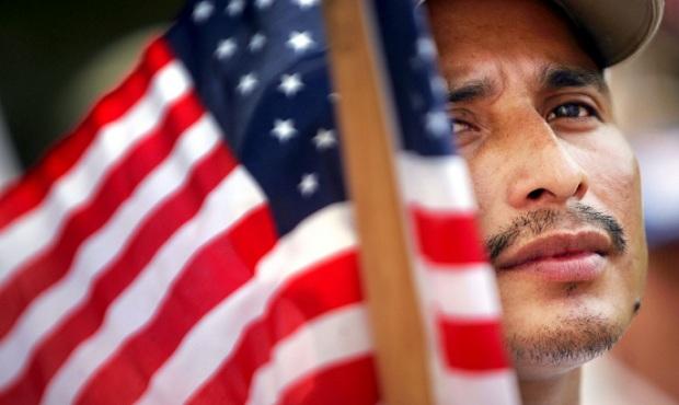 EE. UU. quiere tomar muestras de ADN y escanear el iris de migrantes