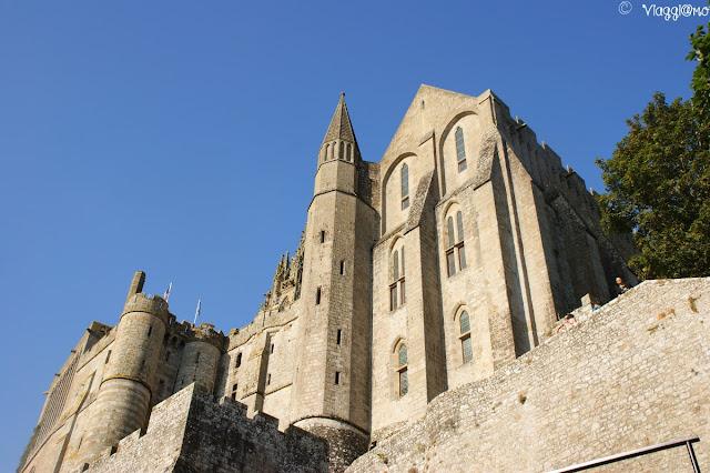 Abbazia di Saint Michel mentre si sale dalla Grand Rue