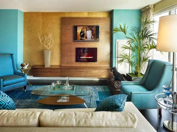 Sala con sofá celeste