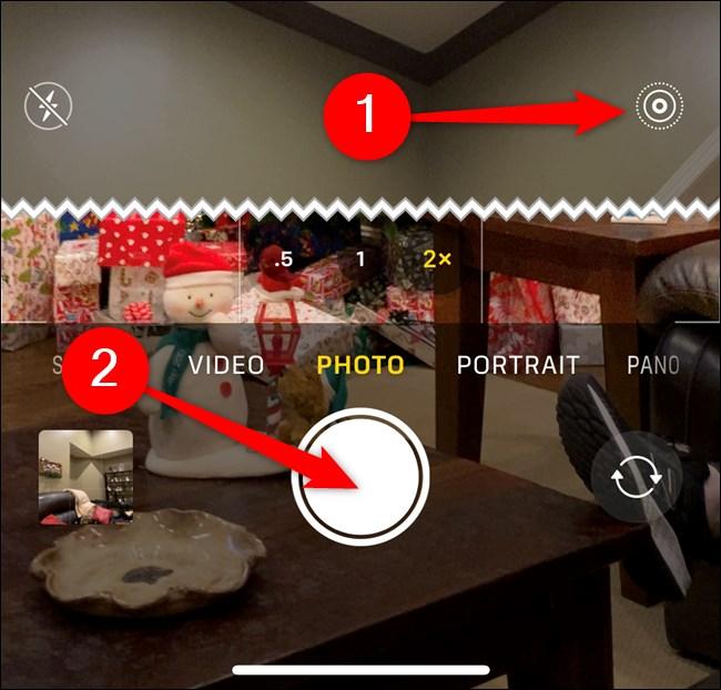 يعمل Apple iPhone على تمكين Live Photo ، ثم انقر فوق زر المصراع