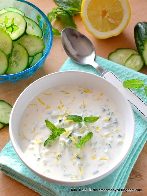 chłodnik z ogórka , chołodziec , chłodniczek , zupa na lato , zimna zupa , kuchnia polska , letnie menu , ogórki , mięta , szybka kuchnia