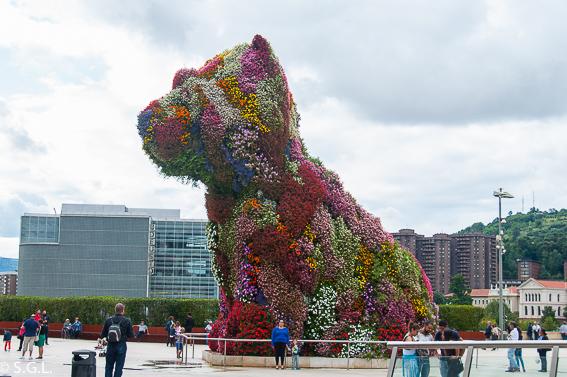Pupyy en el  Museo Guggenheim. Bilbao por una bilbaina. Los museos
