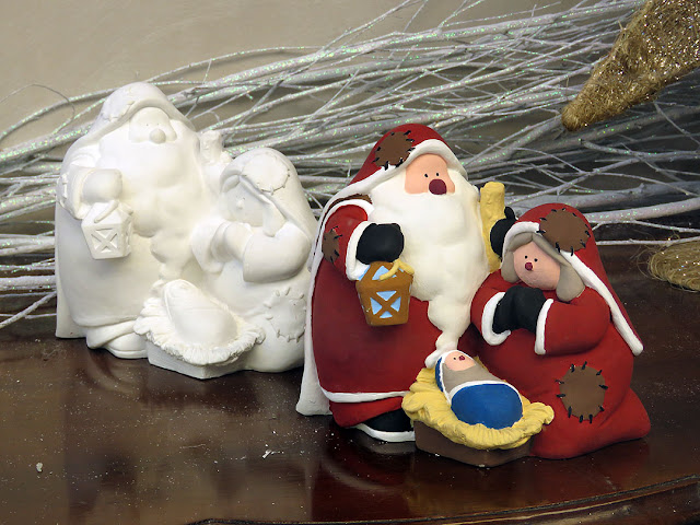 Santa family, display window in Corso Mazzini, Livorno