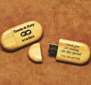 souvenir pernikahan flashdisk kayu