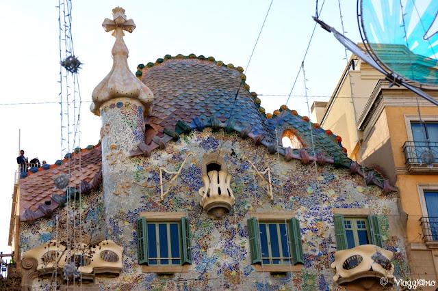 Tetto di Casa Battlò di Gaudì nel quartiere Example