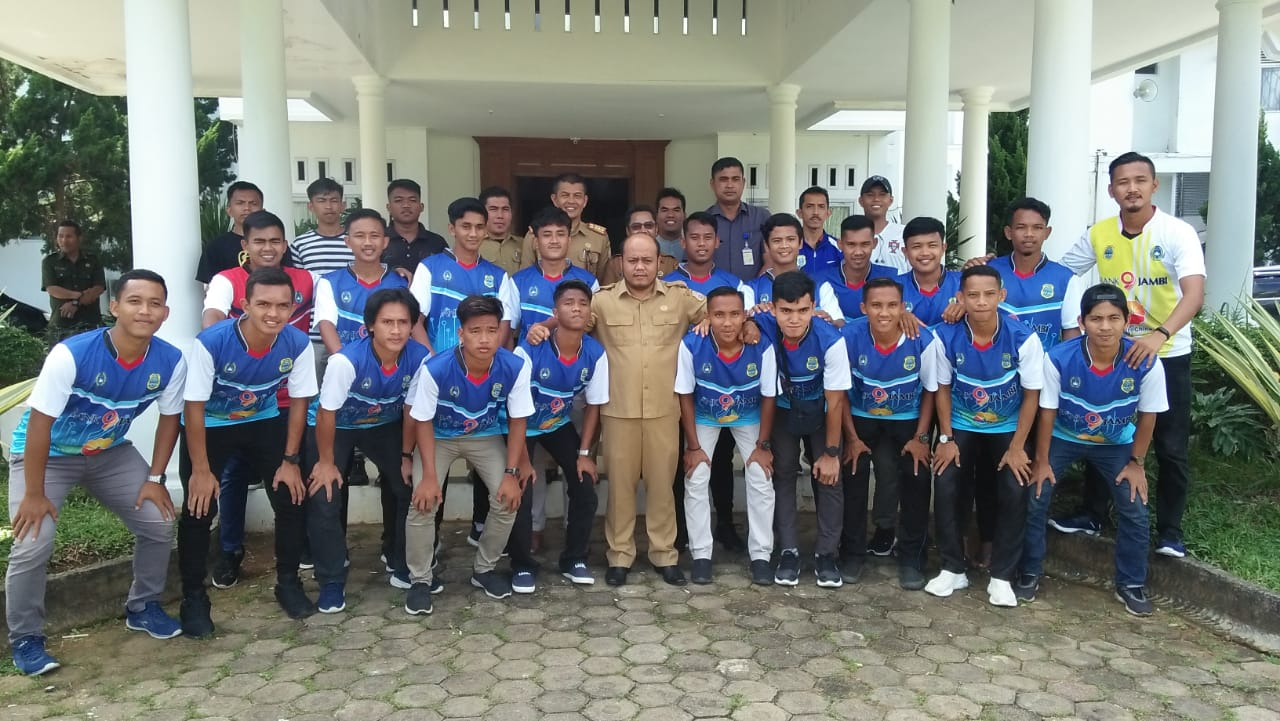 Wabup Lepas Tim Sepak Bola Tanjabtim Ke Gubernur Cup 2020