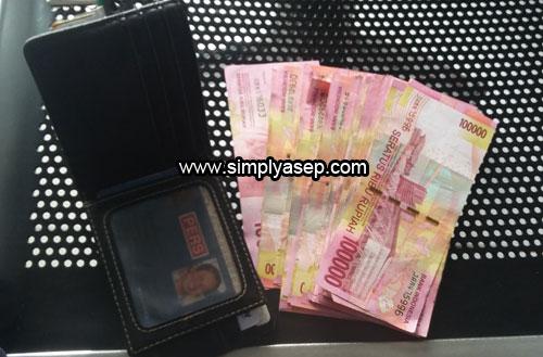 UANG : Bayarlah Tagihan Anda dari sekarang. Foto Asep Haryono / www.simplyasep.com
