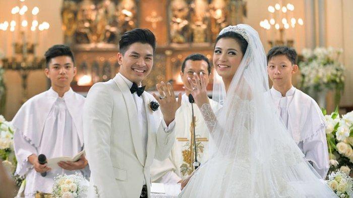 9 Momen Sakral Pasangan Artis Indonesia Saat Pemberkatan Nikah di Gereja