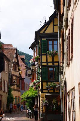 Le vie del centro con le case a graticcio di Ribeauvillé