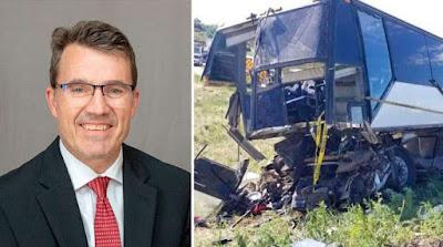 imagem de Seminarista Jason Paul Marshall e ônibus acidentado