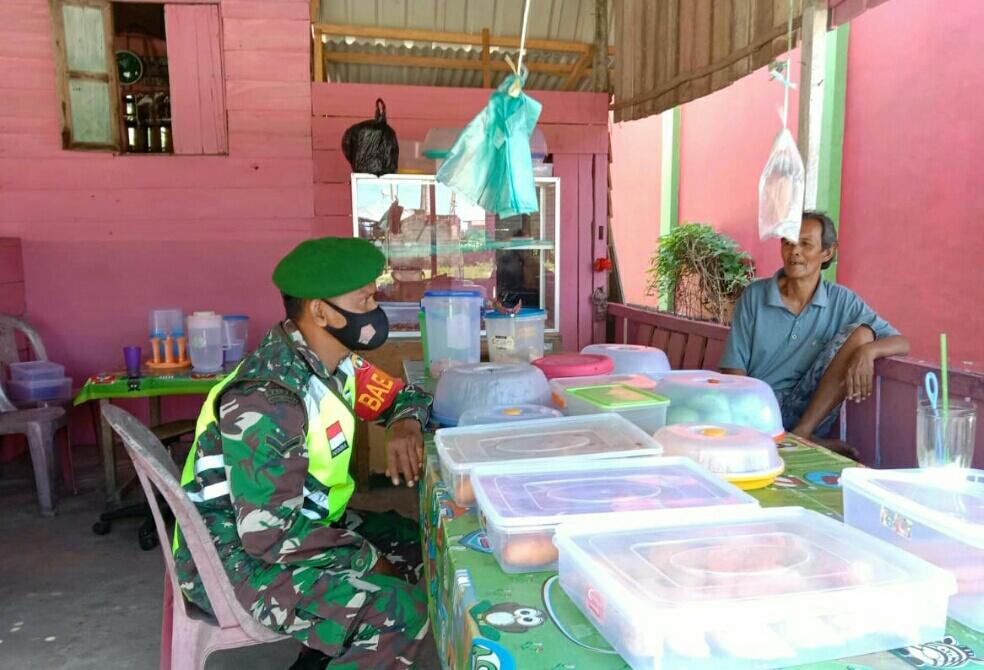 Lakukan Komsos, Babinsa Desa Cemaga Ajak Masyarakat Untuk Melaksanakan Vaksin Covid-19