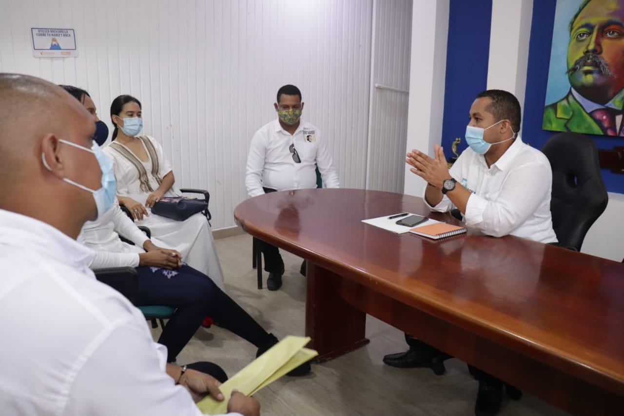 https://www.notasrosas.com/Alcalde de Riohacha solicita a empresas, prioridad para contratar profesionales nativos