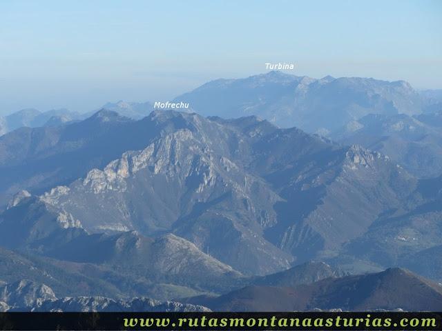 Ruta Pienzu por Mirador Fito y Biescona: Vista del Mofrechu y Turbina desde el Pienzu