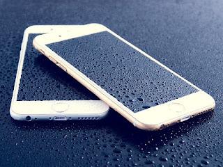 تغريم أبل 10 ملايين يورو بسبب الكذب بشأن مقاومة هاتفها للماء